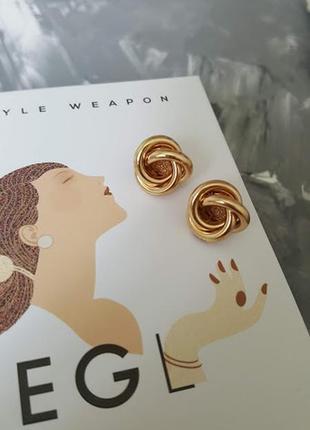 Элегантные кольца гвоздики узелки золотистого цвета фактурные тренд 2019