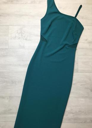 Облегающее платье изумрудного цвета