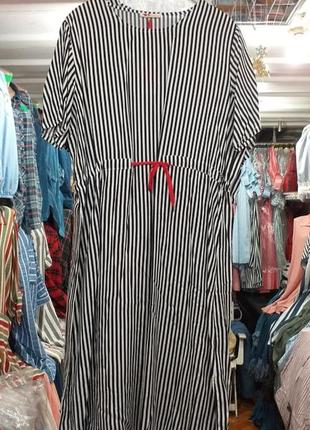 Летнее штапельное платье свободного кроя в полоску