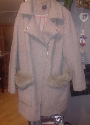 Крутое пальто с натуральным мехом