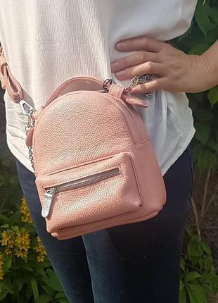 Сумка-рюкзак на поясная, через плечо кожаная розовая