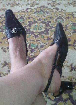 Кожаные босоножки, с модным узким носком фирмы salamander, размер 40