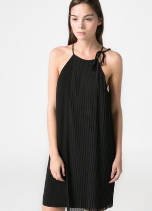 Нарядное черное платье mango с плиссированной накидкой, m