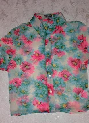 Яркая шифоновая блузка в цветы