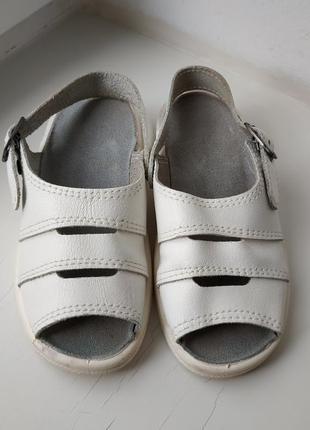 Кожаные босоножки сандалии 27р. 17 см.