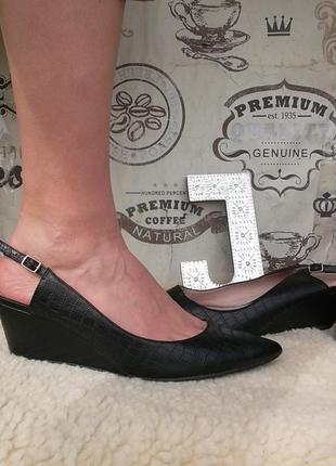 Замечательные черные туфельки на танкетке, размер 41, сост хорошее