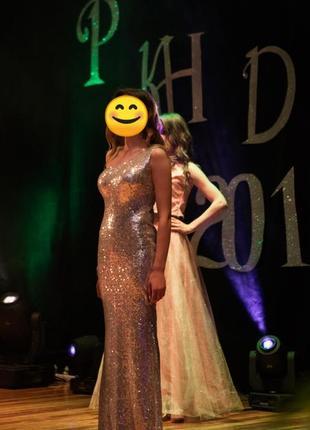 Шикарна сукня на випускний