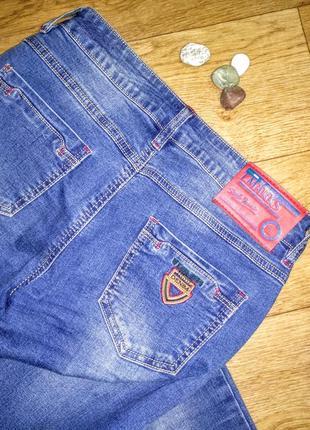 Стильные джинсы со средней посадкой!