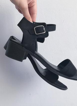 Чёрные босоножки на широком низком каблуке new look