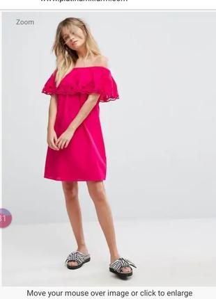 Трендовое платье с открытыми плечами