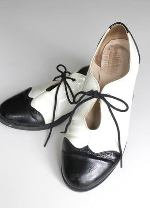Туфли оксфорды кожаные, черный и белый лак, классические, стильные, на завязке