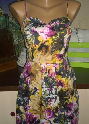 Платье на бретелях с трендовым цветочным принтом vila clothes
