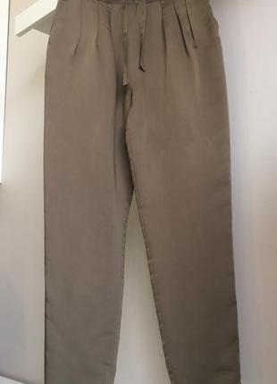 Лёгкие брюки с высоким поясом.