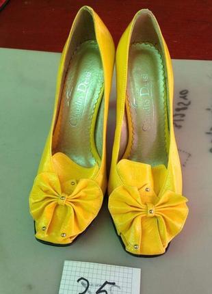 Туфлі з закордону