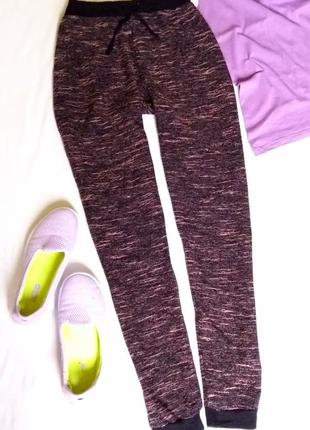 Лёгкие спортивные брюки на манжетах