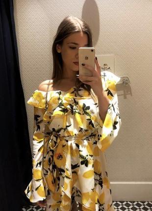 Акция! яркое летнее платье boohoo с рюшами от магазина asos! принт: в лимоны!