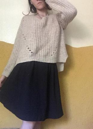 Черная миди-юбка на талии