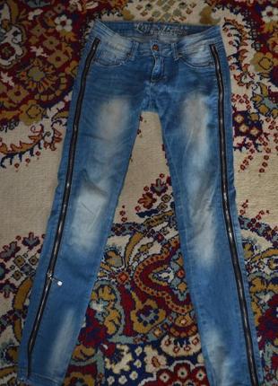 Крутые джинсы legend с работающими молниями по бокам! шик!