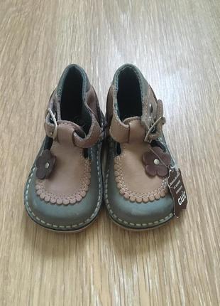 Новые натуральная кожа босоножки туфельки туфли