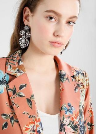 Супер стильный пиджак жакет в цветочный принт vila clothes2 фото