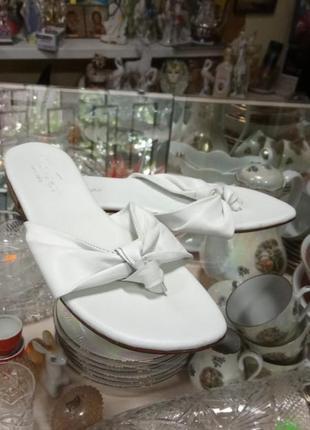 Новые кожаные шлепки белого цвета 39 размер италия