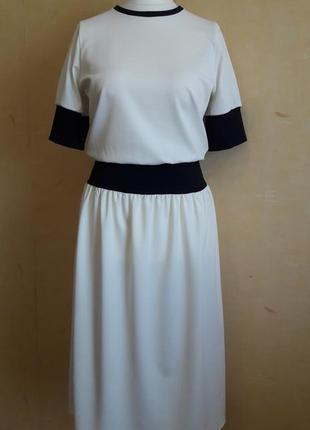 Белое платье в стиле спорт шик