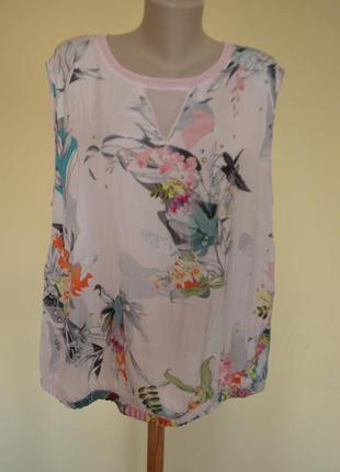 Очень шикарная легкая нежная фирменная блузочка,принт цветы-птички