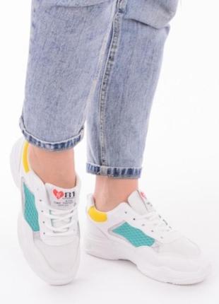 Белые летние кроссовки в сеточку на толстой подошве