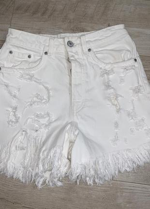 Белые шорты рваные от zara размер хс-с