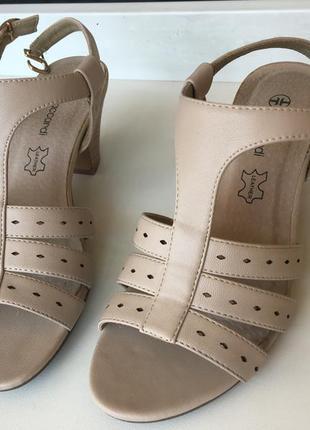 Босоножки бежевые t.taccardi — элегантная модель на устойчивом каблуке!
