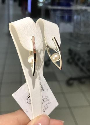 Серебряные серьги стрелы с золотой напайкой, накладкой и натуральной жемчужиной