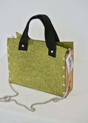Оригинальная сумка из фетра с деревянными боками