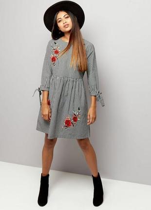 Стильное платье в клетку и вышивкой цветы хлопок