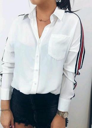 Белая блузка с лампасами