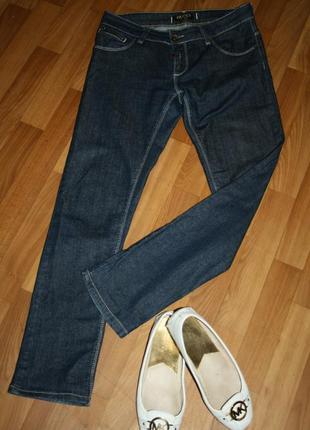 Стильные дизайнерские элегантные джинсы с фирменной фурнитурой1 фото