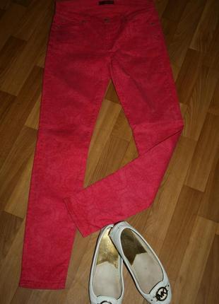 Дизайнерские итальянские ярко розовые джинсы с цветочно-абстрактным принтом
