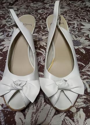 871030db Босоножки белые на устойчивом каблуке monsoon р. 39 Monsoon, цена ...