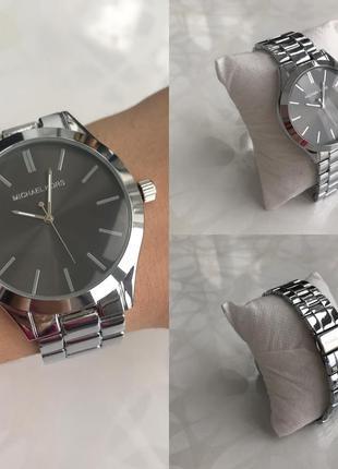 Женские наручные модные металлические часы серебристые с черным