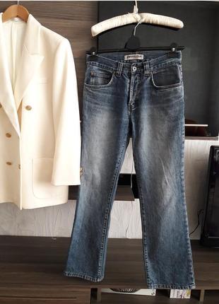 44\10 качественные джинсы клеш на пуговицах