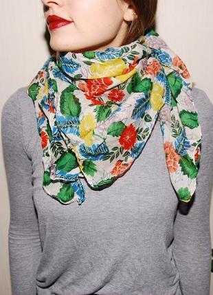 Платок на шею или голову в цветах