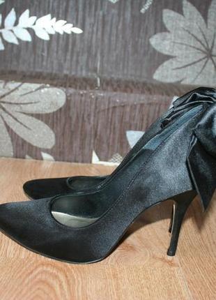Стильні туфлі на каблуку london