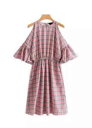 Платье с рюшами открытые плечи
