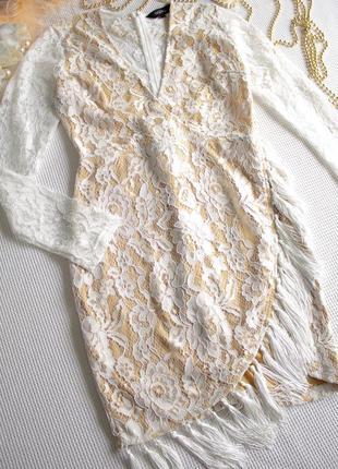 Нарядное кружевное платье с бахромой