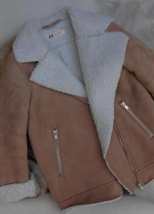 В  отличном состоянии  курточка косуха на девочку 3-5 лет