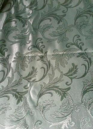 Шторы шёлковые зелёные с рисунком