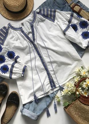 Вышиванка вышитая льняная блуза с кисточками и пышными рукавами.