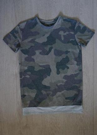 Продается стильная камуфляжный принт  футболка от river island