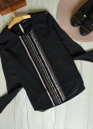 Красивая черная блузочка с декором