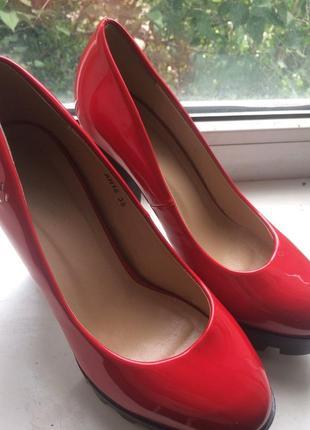 Очень красивые туфли, размер 38