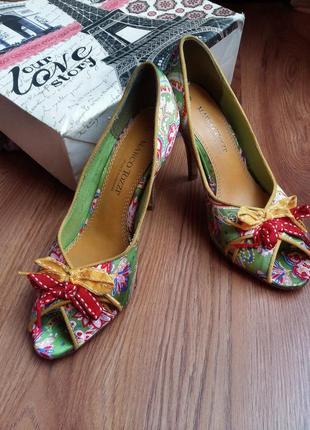 Дизайнерские туфли от marco tozzi 37 размер яркие